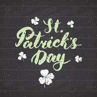 Happy St Patrick's Day Vintage Grußkarte Hand Schriftzug, Irish Holiday Grunge strukturierte Retro-Design-Vektor-Illustration auf Tafel Hintergrund. vektor