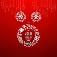 Dekorativer Ball der frohen Weihnachten mit rotem Hintergrund
