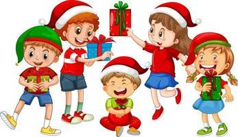 Verschiedene Kinder, die Kostüm im Weihnachtsthema tragen und mit ihrer Geschenkbox isoliert auf weißem Hintergrund halten vektor