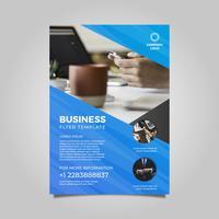 Flache moderne schlanke Business-Flyer-Vorlage