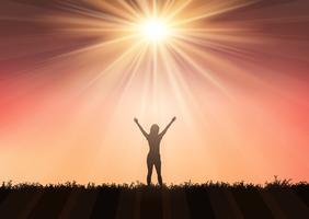 Silhuett av kvinna med armar uppvuxna mot solnedgångshimmel 0409