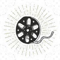 Vintage-Etikett mit Kinoband und Filmrolle, handgezeichnete Skizze, strukturiertes Retro-Abzeichen mit Schmutz, Typografie-Design-T-Shirt-Druck, Vektorillustration vektor