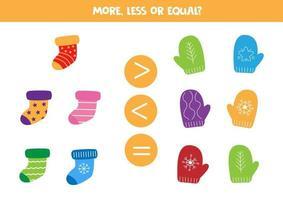 mehr, weniger oder gleich mit niedlichen Cartoon-Socken und -Fäustlingen. vektor