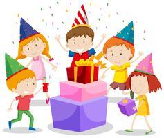 Eine Gruppe feiernde Kinder