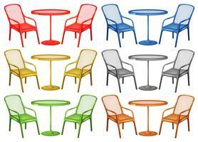 Stühle und Couchtisch in sechs Farben