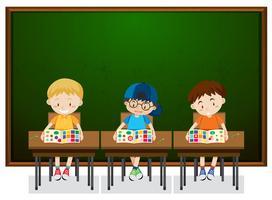 Studenten, die im Klassenzimmer studieren
