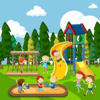 Barnen leker på lekplatsen vektor