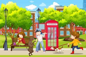 Människor och deras husdjur i parken
