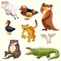 Klistermärke med olika varelser vektor