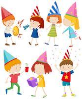 Barn gör olika saker på fest