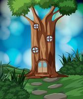 Ett trädhus i naturen
