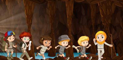 Barn utforskar grottan vektor
