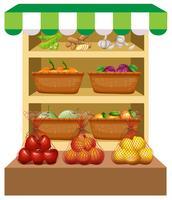 Färska grönsaker och frukter på hyllor