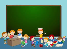 Kinder vor der Tafel vektor