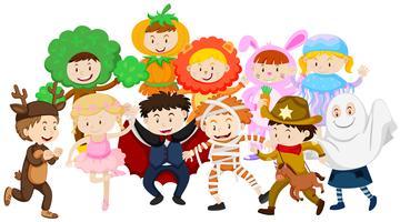 Kinder verkleiden sich in verschiedenen Kostümen vektor