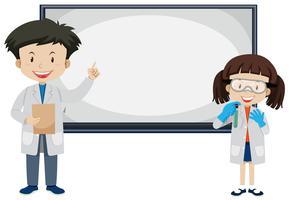 Wissenschaftler und White Board auf weißem Hintergrund