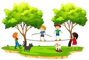 Kinder, die Drahtseilbahn im Park gehen vektor