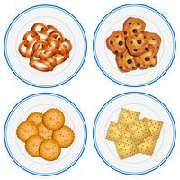 Vier Kinder auf Snacks auf den Tellern
