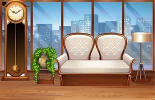 Rum med vit soffa och vintageklocka