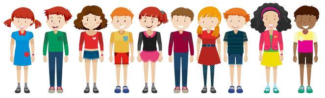 Tonårspojkar och flickor står
