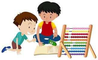 Bruder, der Hausaufgaben mit Abakus unterrichtet