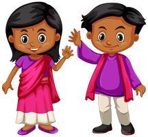 Indisk pojke och flicka leende