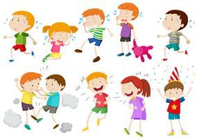 Set Kinder weinen und kämpfen vektor