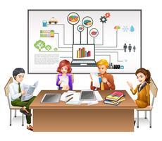 Geschäftsleute, die an der Tabelle arbeiten
