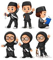 Muslimsk pojke och tjej i svart kostym