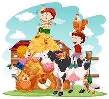 Barn leker med husdjur i fält