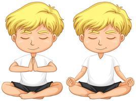 Ung blond pojke mediterar