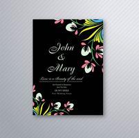 Vackert bröllopinbjudningskort med färgstarkt blommönster