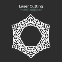 Laserschneideschablone. Runde Karte. Die geschnittene Mangala