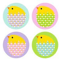 Påskkycklingar i mönstrade ägg vektor