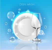 Ein sauberer Teller und Weinglas in Seifenblasen.