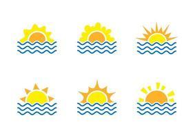 Sonnenaufgang und Meer Cartoon-Logo-Vorlagen-Sammlung. Wasserwellen und Sonnenstrahl-Symbole gesetzt. Reisebürokonzept vektor
