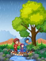 Drei Kinder laufen im Regen