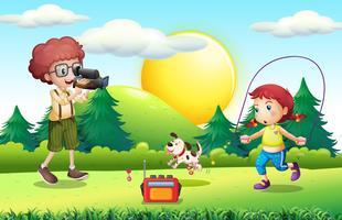 Junge, der das kleine Mädchen tut Seilspringen schießt vektor