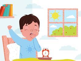 Litet barn pojke vaknar på morgonen vektor