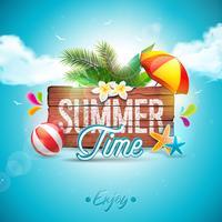 Vector typografische Illustration des Sommerzeit-Feiertags auf Weinleseholzhintergrund. Tropische Pflanzen, Blume, Wasserball und Sonnenschirm mit blauem bewölktem Himmel. Designvorlage für Banner
