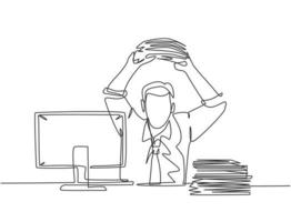 Eine einzige Strichzeichnung eines jungen Wahnsinnsarbeiters, der bereit ist, Dateiordner auf den Monitorcomputer auf dem Schreibtisch zu werfen. Arbeitsbüro Überlastung Konzept durchgehende Linie zeichnen Design Vektorgrafik Illustration vektor