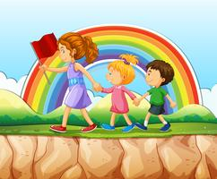 Barn som går efter kvinna på klippan