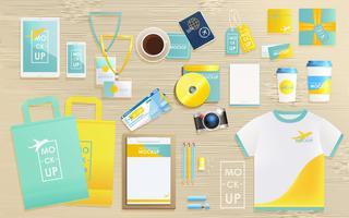 Företagsidentitetsdesignmall för turistbyrå. Mock-up paket, tablett, telefon, prislapp, kopp, anteckningsbok. koncept för resor