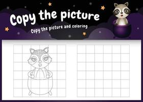 Kopieren Sie das Bild Kinderspiel und die Malvorlage mit einem süßen Waschbären mit Halloween-Kostüm vektor