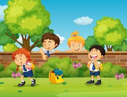 Schüler in Uniformschule überspringen