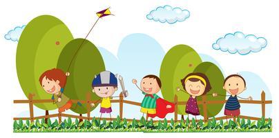 Fünf Kinder, die im Park spielen vektor