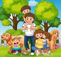 Familj med barn och husdjur i parken