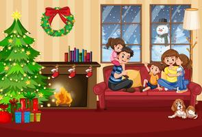 En glad familj i huset på jul