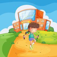 En svettig tjej som spelar framför en skolbyggnad