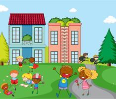 Kinder spielen vor dem Haus vektor